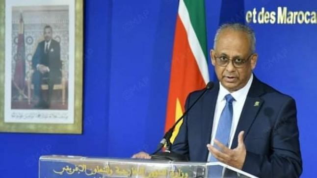 وزير شؤون خارجية سورينام يعبر عن اهتمام بلاده بالتجربة المغربية في مجال البيئة