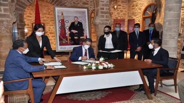 أمزازي: توقيع اتفاقية شراكة و تعاون بين الوزارة وجمعية الصويرة إكوادور، ومركز الدراسات والابحاث في القانون العبري بالمغرب.
