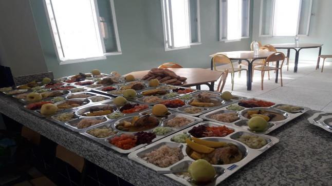 داخليات مؤسسات تعليمية تُبدع في الوجبات الغذائية – صور –