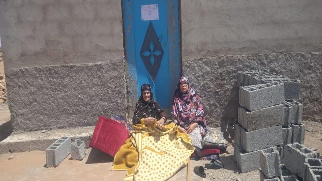 احتجاج سيدة ثمانينية بعد امتناع جماعة تلمزون منحها رخصة البناء وتنفيذ قائد الجماعة قرار تشميع واغلاق منزلها.