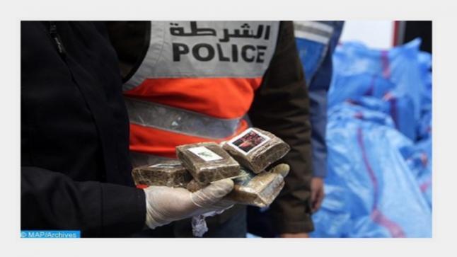 إجهاض محاولة تهريب 498 كيلوغرام من مخدر الشيرا وتوقيف شخص يشتبه في ارتباطه بشبكة إجرامية تنشط في التهريب الدولي للمخدرات بالرباط