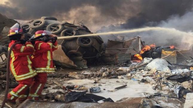النيران تشتعل في باخرة قبالة مرفأ العاصمة اللبنانية