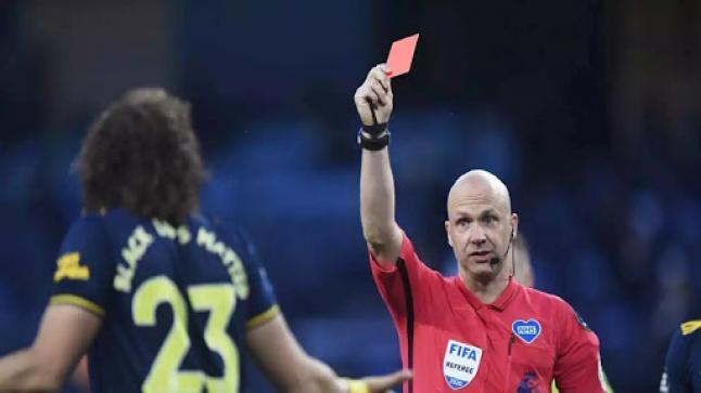 البطاقة الحمراء لمن يسعل متعمدا في الملعب